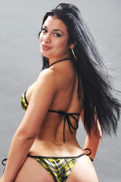 Lianet es una chica muy sexi.