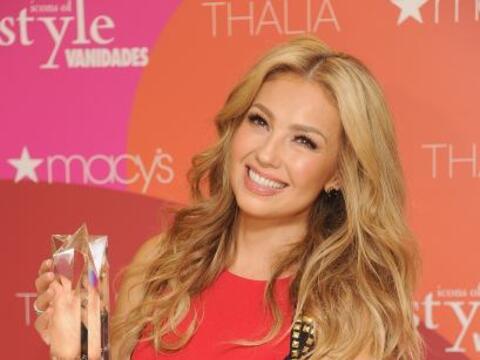 Thalía: Esta bella y sexy mujer ha sido una de las primeras canta...