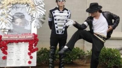 Fanáticos de Michael Jackson rindieron homenaje al cantante en el cement...
