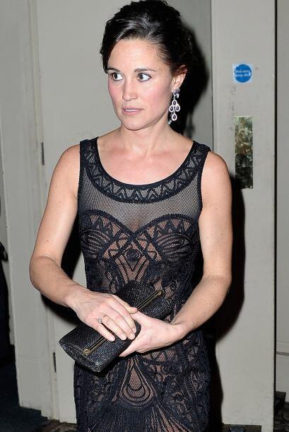 Una vez más Pippa apostó en la Temperley London para su comentado 'outfit'.