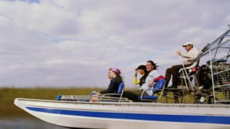 Un grupo pasea por Port Everglades