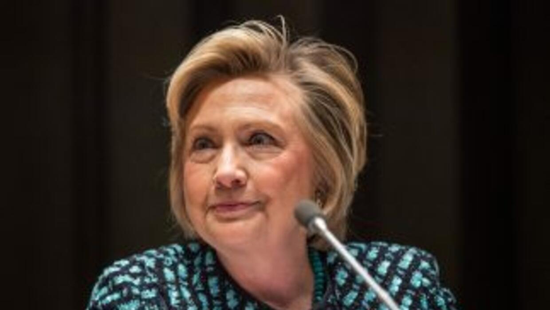 La conversación de Clinton fue interceptada mientras estaba en un avión...