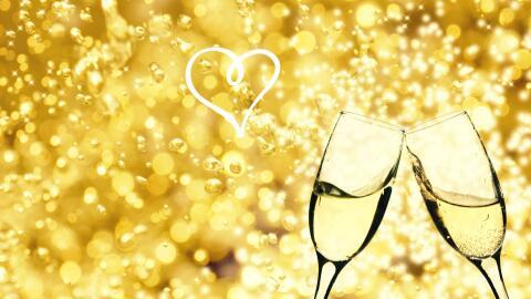 Brindis de boda con vino espumoso.