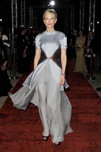 Llevarlo como fondo de vestido o de falda es extremadamente elegante y f...