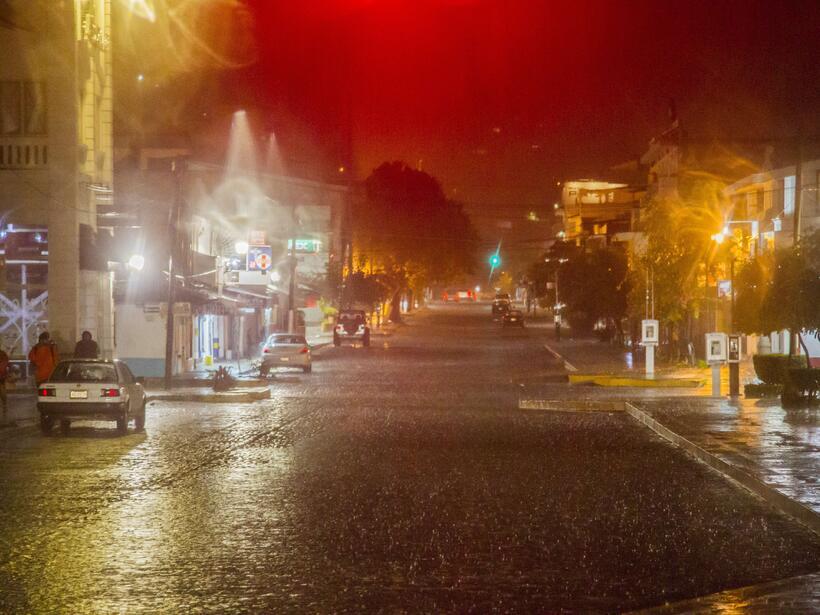 Puerto Vallarta recibe al potente huracán Patricia GettyImages-493991758...