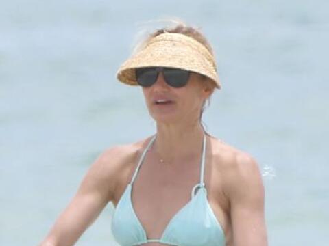 ¡Qué guapa! Así lució Cameron Díaz en la playa.Mira aquí los videos más...