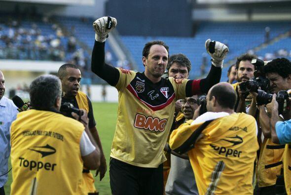 El grandote Rogerio Ceni hizo historia en Brasil, cumplió mil par...