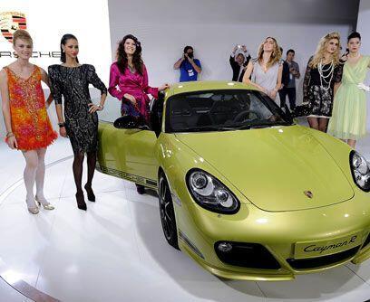 El poder de la moda...Porsche presentó su nuevo modelo, el Cayman R, rod...