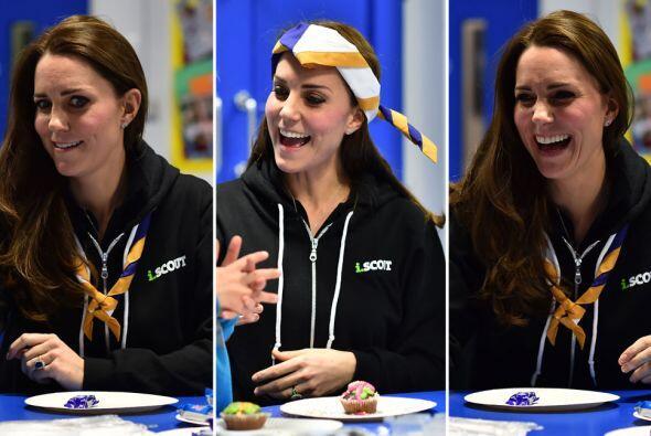 ¡Muy bien, Kate! La duquesa no deja de sorprendernos con su naturalidad.