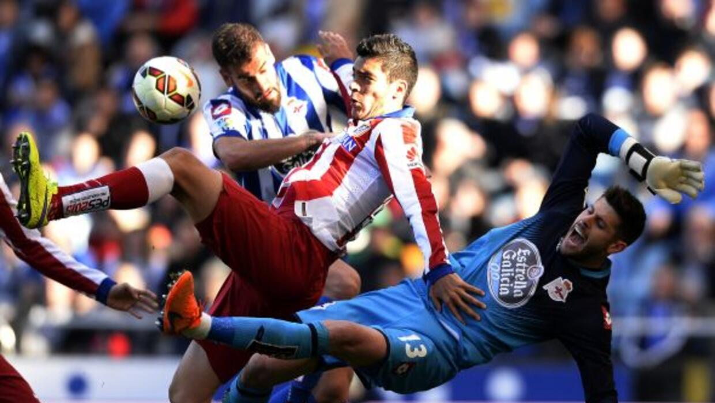 El mexicano disputó 30 minutos en la victoria sobre al Deportivo la Coruña.
