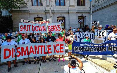 Protesta para exigir el cierre del centro familiar de detención d...
