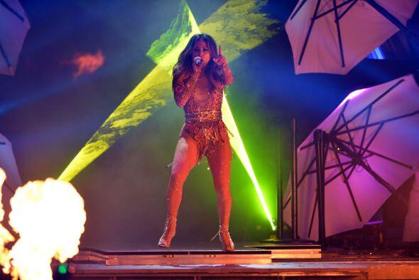 Ella es candela pura sobre el escenario.