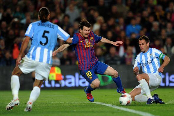 En la segunda mitad se repitió la historia. Messi sufrió u...