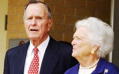 La ex Primera Dama Barbara Bush también se encuentra hospitalizada