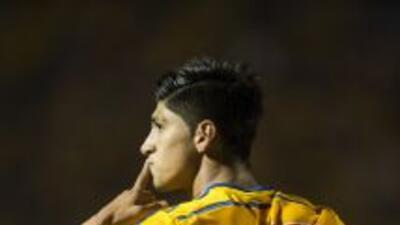 Alan Pulido continúa con su polémica con Tigres.