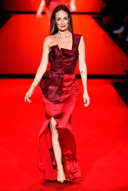 El vestido de Catt Sadler ofreció una mezcla entre la elegancia del vino...
