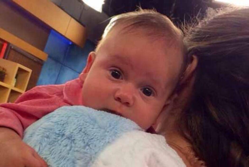 Baby Bruce estuvo muy cómodo en su primer aparición en la televisión.