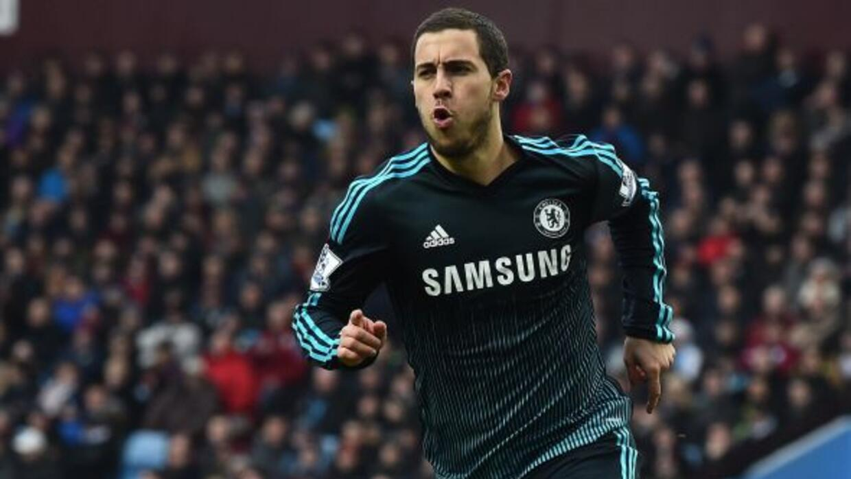 El creativo belga anotó el primer gol del Chelsea ante el Aston Villa.