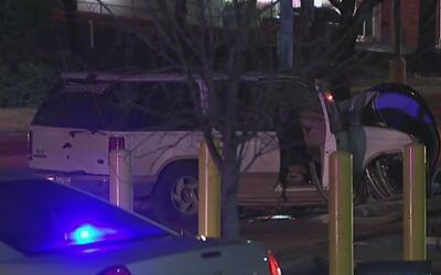Coalición de un vehículo contra un poste en Garland deja un muerto y dos...