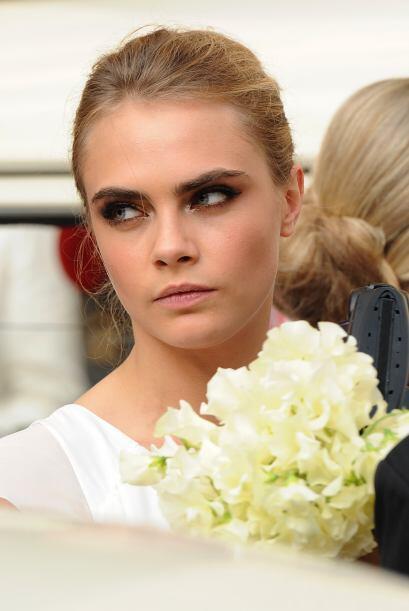 La guapa modelo se lució como una de las 17 damas de honor que tuvo du h...