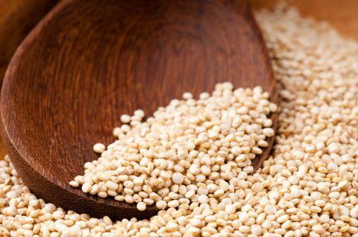 Por ejemplo, reemplaza el arroz blanco con arroz integral o quínoa, un g...