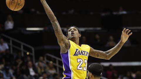 Lou Williams anotó 16 de sus 18 tantos en el cuarto periodo.