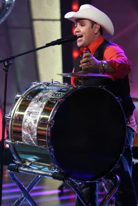 Algo no podía faltar: la tambora, pues es parte esencial de su estilo.