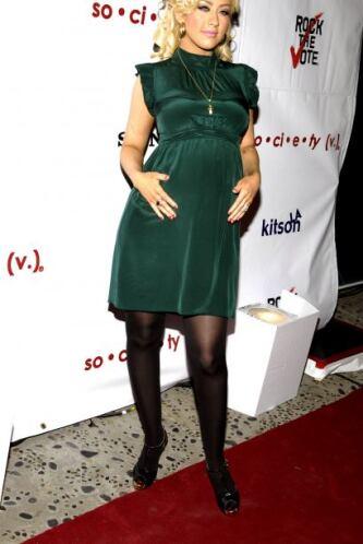 Christina Aguilera no se salvó de la hinchazón y quedó con muchas libras...