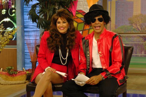 Karla y Johnny también se caracterizaron de acuerdo a la época y combina...