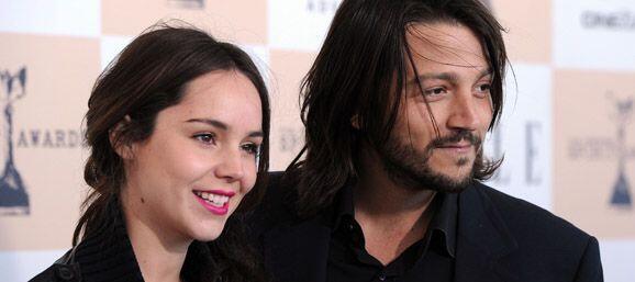Su ex esposo Diego Luna apoyó a la actriz en lanzarse como cantante. Sin...