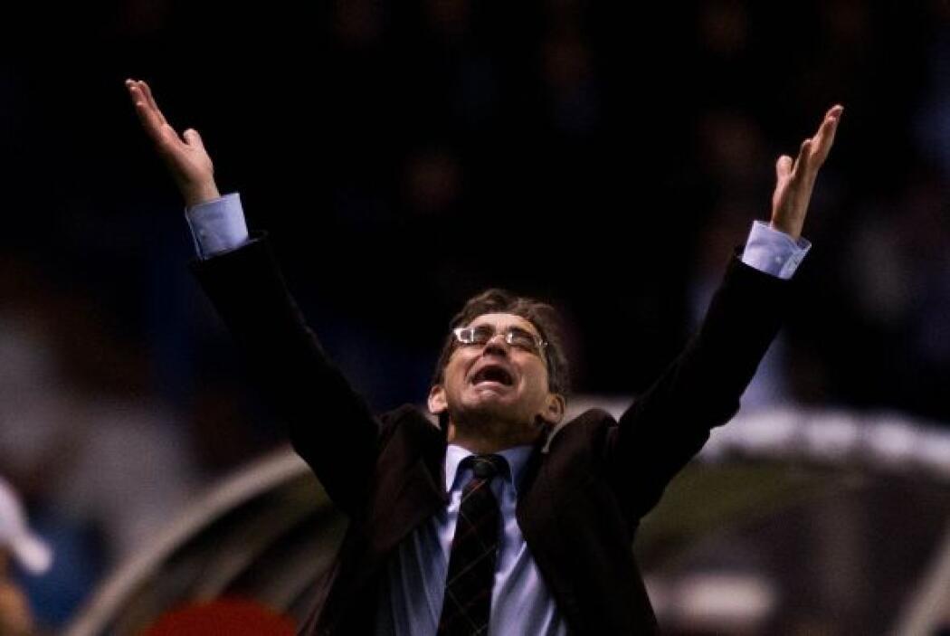 Fernando Vázquez, entrenador del Deportivo, no lo podía creer.