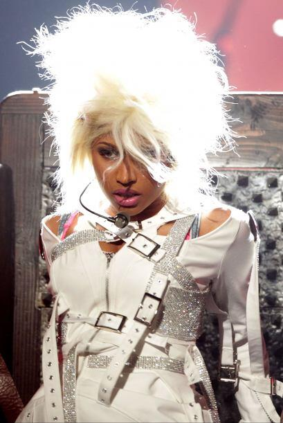 La excéntrica y sensual cantante de hip hop y rap, Nicki Minaj, l...