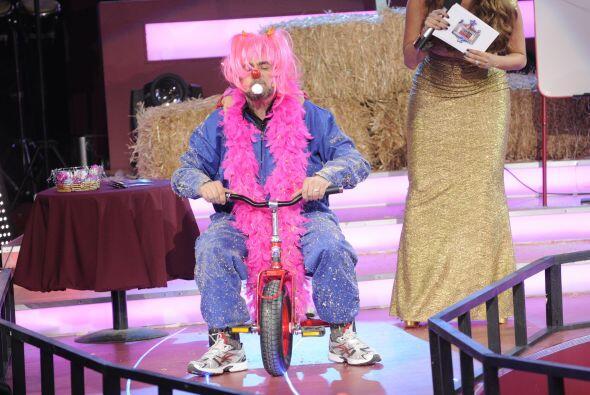 El 'Flaco' debió recordar su infancia y subirse a un triciclo per...