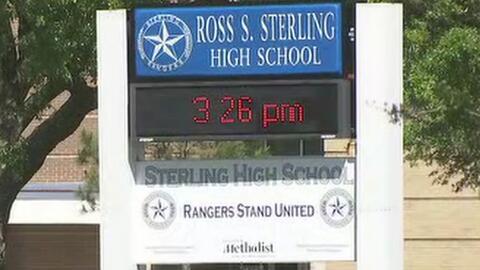 Zona escolar estuvo bajo toque de queda por tiroteo que dejó un oficial...
