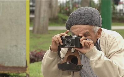 """La pasión de un anciano por su oficio de fotógrafo es """"foco"""" de atenció..."""