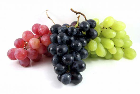 No: uvas y pasas. Mantenlas lejos de tu cachorro, porque podrían ser tóx...