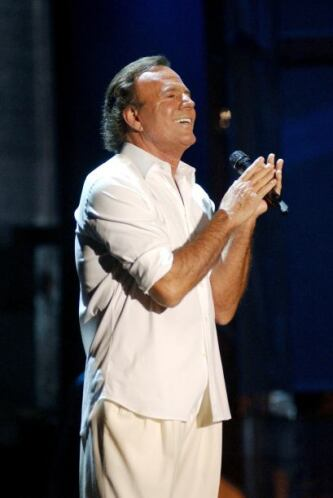 El 23 de abril ingresó al Salón de la Fama de Compositores Latinos, junt...