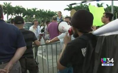 Manifestantes latinos en Miami se muestran divididos en torno a Trump