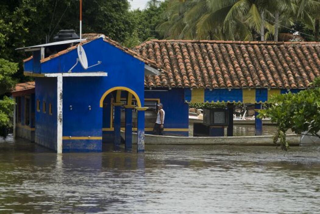 Como él, cerca de un millón de mexicanos han sido afectados por una temp...