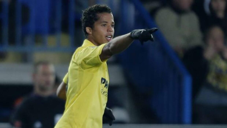 Giovani se lució como el jugador del partido al hacer un gol y dar una a...