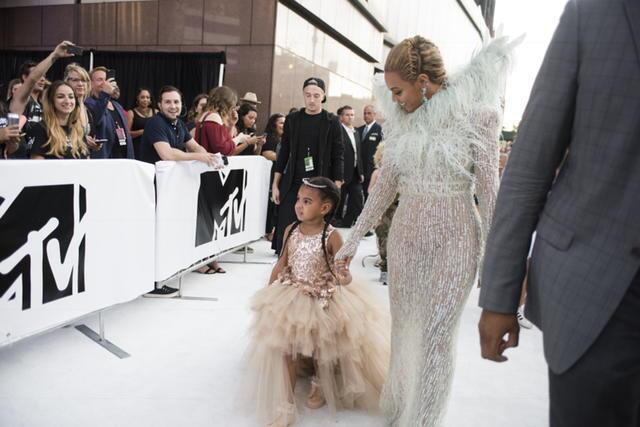 Beyonce había anunciado su embarazo durante la celebración de los premio...