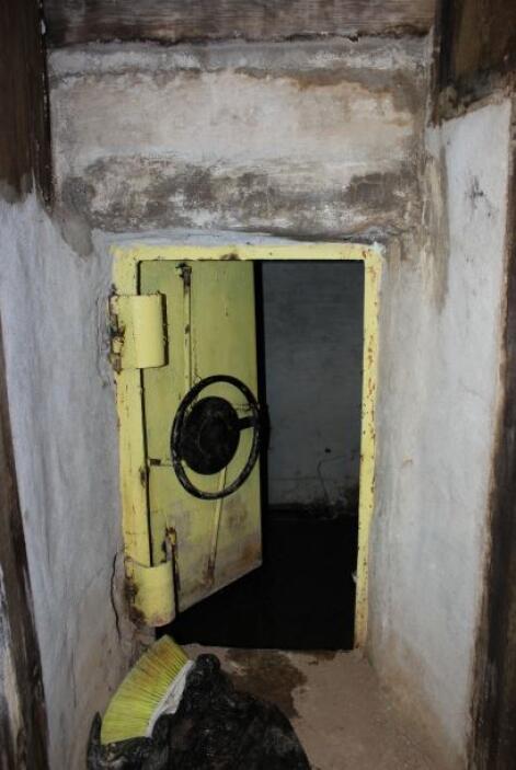 Una puerta de acero retrasó la entrada de los marinos, según la Procurad...