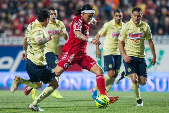 Debajo de estos pamperos tenemos a 2 colombianos, Dayro Moreno ha vuelto...