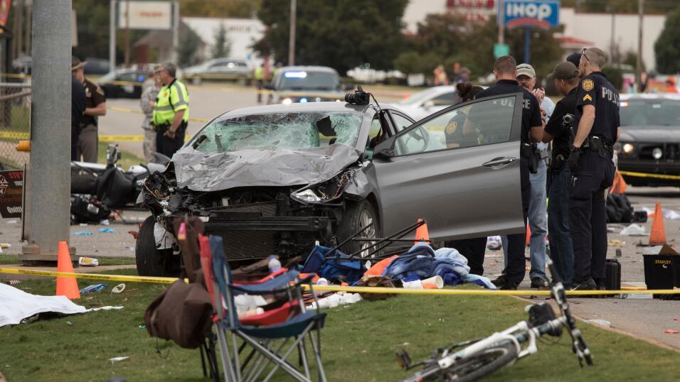 Joven que ocasionó un choque fatal en Texas iba texteando, llevaba marih...