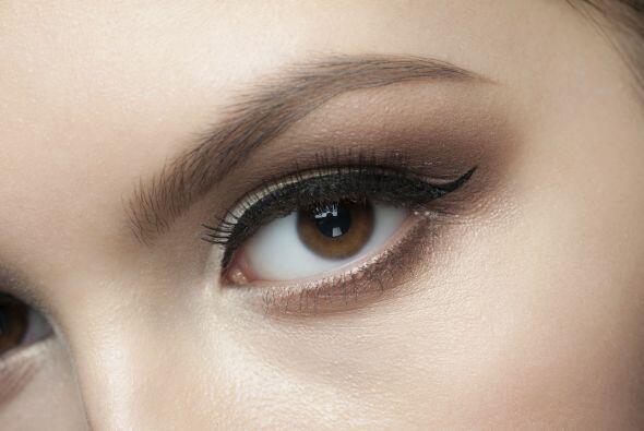 El delineado de ojos es una de las tendencias más solicitadas por las mu...