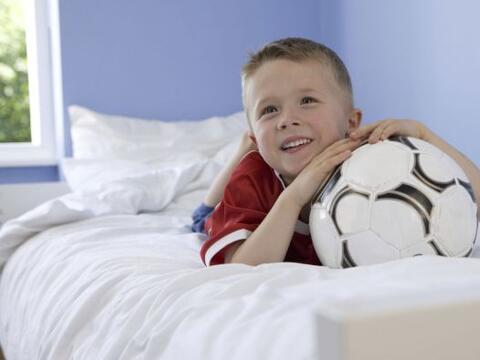 Si tu niño ama un deporte apasionadamente, decorar su dormitorio...