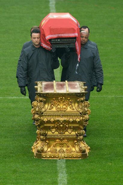 """""""Todos le van a recordar como un símbolo del Benfica y de Portugal"""", dij..."""