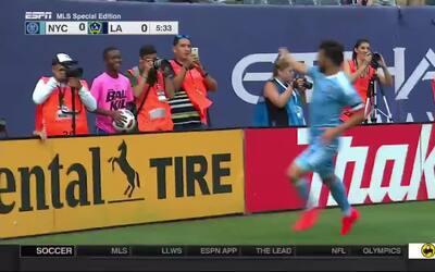 Controversial gol de David Villa le dio la victoria a New York City FC s...