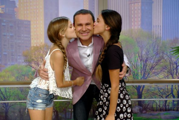 ¡Qué imagen más bella!, Alan con sus princesas.