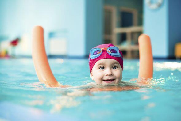 Además la natación es ideal para todas las edades, mejora la resistencia...